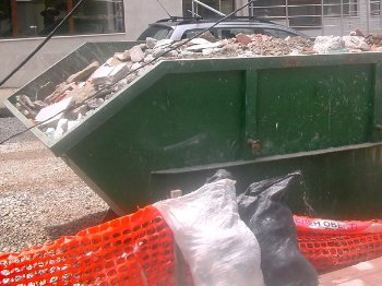 контейнер със строителни отпадъци